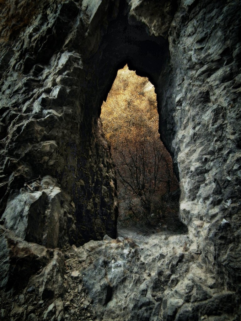 archway/hole